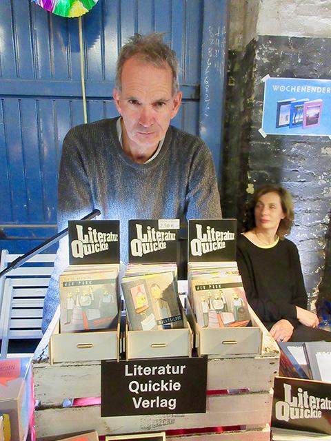 Neue Vertriebswege will Lou Probsthayn finden, der vor zehn Jahren in Hamburg den Literatur Quickie Verlag gründete. Foto: Dagmar Leischow