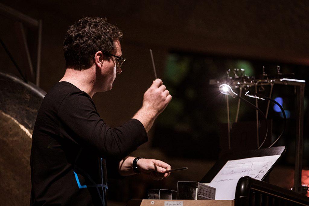 Alan Gilbert, Chefdirigent des NDR Elbphilharmonie Orchesters, bei seinen Antrittskonzerten in der Elbphilharmonie u.a. mit Schostakowitsch, Lindberg, Liszt und Bizet. © Peter Hundert Photography