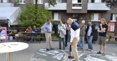Prof. Jürgen Bruns Berentelg im Gespräch mit den Bewohnern der Veddel (Foto:CF)