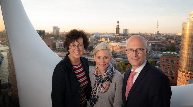 Bürgermeister Peter Tschentscher, Regisseurin Elizabeth Banks und Maria Köpf von der Filmförderung (v.r.n.l) (Foto: Nadja Klier)