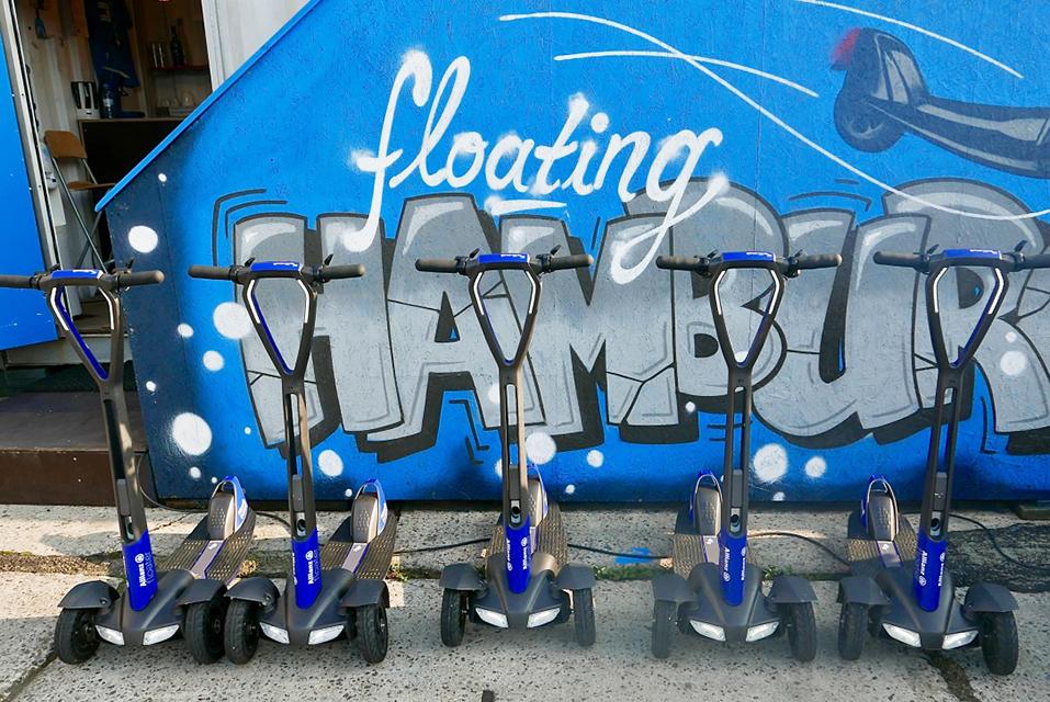 """""""Damit gehen wir nächste Woche für die Allianz auf eine Messe in Berlin"""": gebrandete E-Scooter für den Floatility-Partner Allianz. Foto: Wolfgang Timpe"""