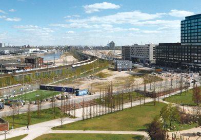 Blick auf das Baufeld 77, Schulcampus HafenCity: Zwischen Bolzplatz und Versmannstraße sollen künftig 1.400 Schüler zur Schule gehen. © Wolfgang Timpe