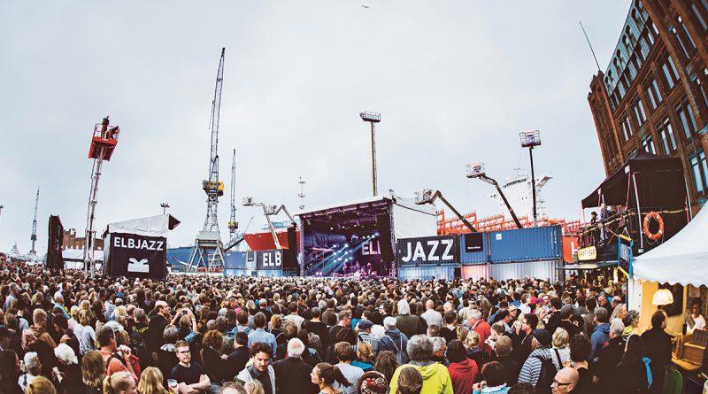 """Elbjazz-Outdoor-Hauptbühne Blohm & Voss, Elbjazz-Artist in Residence-Pianistin Julia Hülsmann: """"Jazz ist für mich Freiheit."""" ©Dario Dumancic, Elbjazz Festival"""