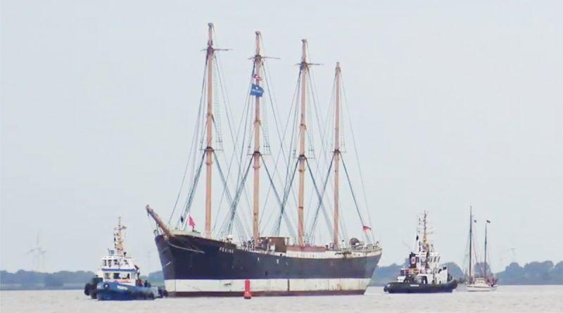 """Die Viermastbark """"Peking"""" auf dem Weg zur Restaurierung in die Werft von Wewelsfleth. ©YouTube"""