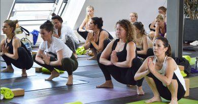 """Melanie """"Melli"""" Wagner, Ehrenamtliche: """"Bei Yoga geht nicht nur um schönes Aussehen und elegantes Posieren, sondern darum, im stressigen Großstadt- und Sozialleben zur Ruhe zu kommen, sich auf sich und seine Wünsche und Stärken konzentrieren zu können."""" Foto:yogahilft.de"""