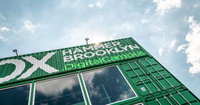 Digitales Innovationslabor Hammerbrroklyn.Box neben der Oberhafenbrücke: Jeder kann an Themen wie Künstlicher Intelligenz oder auch Stadt der Zukunft teilhaben. Foto: ©2019 Hammerbrooklyn Immobilien GmbH