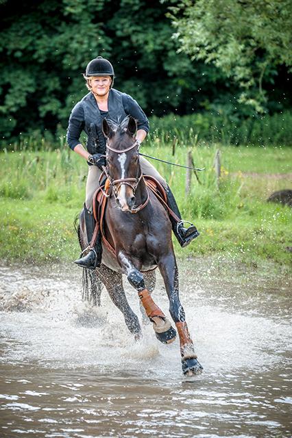 """Vielseitigkeitsreiterin Claudia Weise: """",Höher, schneller, weiter' liegt mir im Sport sehr."""" Foto: Privat"""