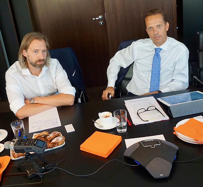 """""""Es gibt eine neue Sehnsucht nach Kiez"""": Lothar Schubert, Geschäftsführender Gesellschafter DC Developments, Marcus Lemli, CEO Germany und Head of Investment Europe Savills (re.). Foto: Wolfgang Timpe"""