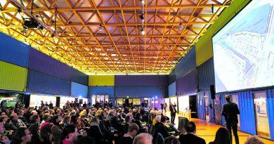 """350 Hamburger nahmen an der ersten """"Bürgerblick""""-Werkstatt mit zwölf Architekten und Landschaftsplanern teil und diskutierten deren Entwürfe. © Thomas Hampel"""