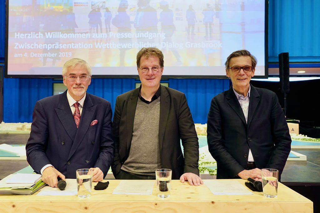 Präsentierten die sechs Siegerentwürfe: Prof. Jürgen Bruns-Berentelg, Hamburgs Oberbaudirektor Franz-Josef Höing und Juryvorsitzender Prof. Matthias Sauerbruch, Berlin. © Thomas Hampel