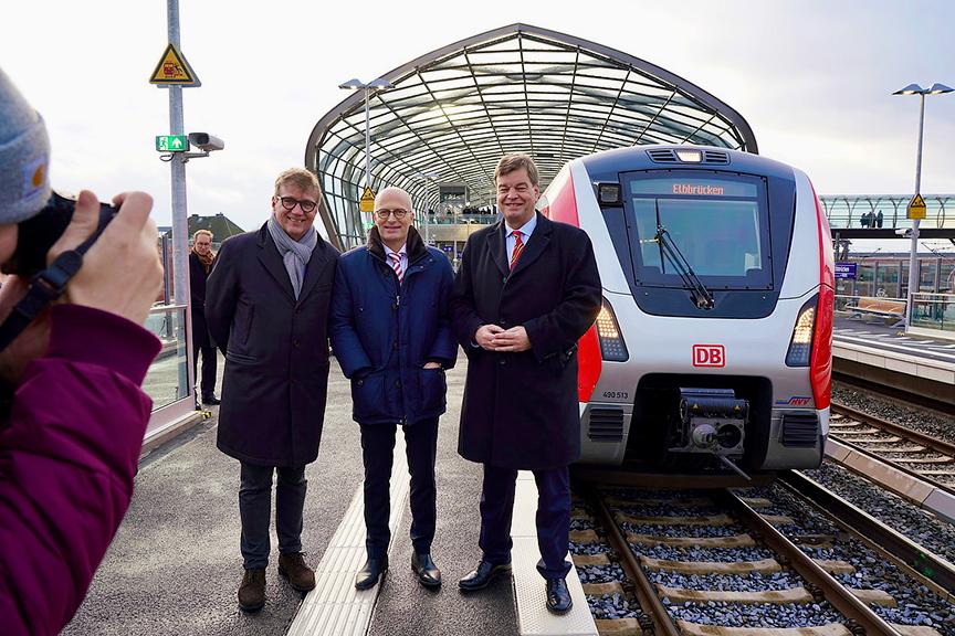 Premierenfahrt mit der S-Bahn vom Jungfernstieg zur Elbbrücken-Station in der HafenCity. © Thomas Hampel