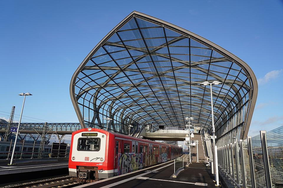 """Neue S-Bahn-Station Elbbrücken: """"ein Magnet für Hamburger und Touristen"""". © Thomas Hampel"""