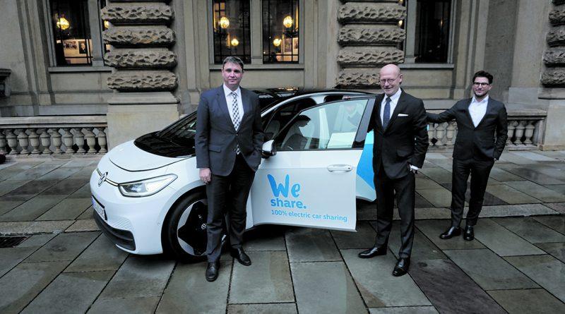 Neuer E-Carsharing-Anbieter WeShare von VW ab Frühjahr 2020 in Hamburg: Jürgen Rittersberger, Leitung Konzernstrategie VW und Michael Westhagemann, Senator für Wirtschaft, Verkehr und Innovation sowie Philipp Reth, CEO VW WeShare (v.l.). @ Wolfgang Timpe