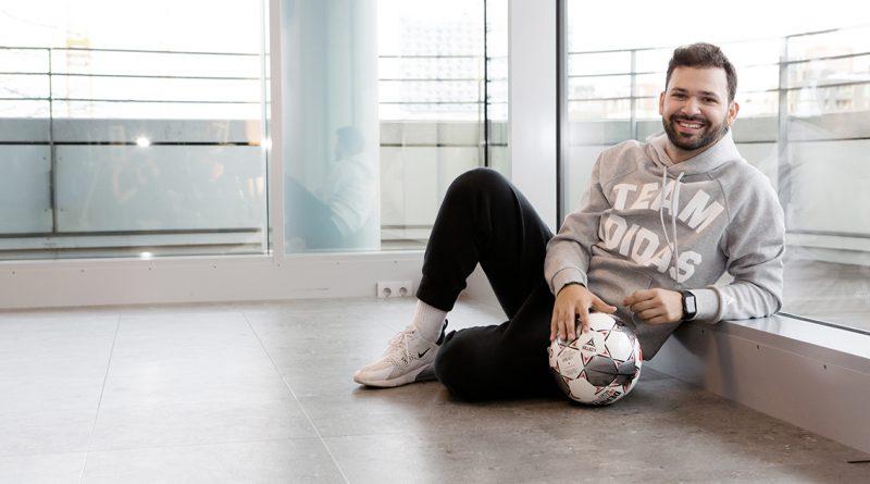 Personaltrainer Pietro Lucifora in seinem Studio im Marco-Polo-Tower: Wenn wir die Motivation nicht finden, findet die Motivation zu uns in Form von Schmerz. © Urbazon