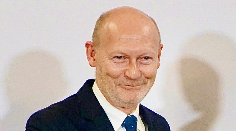 Dem NDR sagte Wirtschaftssenator Michael Westhagemann, er könne sich durchaus vorstellen, die generellen Verbote für Gastronomie und Hotellerie ab dem 18. Mai zu lockern und Öffnungen unter bestimmten Auflagen wieder zu erlauben. © Wolfgang Timpe