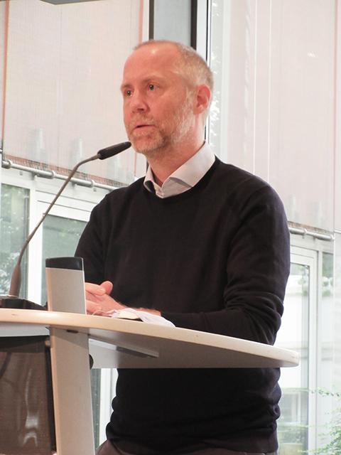 """""""Peter Lindbergh wählte hauptsächlich Bilder von Menschen aus, die ihm etwas bedeuteten"""", erklärt Felix Krämer, Direktor Kunstpalast Düsseldorf. © Dagmar Leischow"""