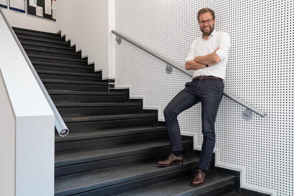"""Anjes Tjarks über das HafenCity-Leuchtturmprojekt Westfield  Überseequartier-Hamburg: """"Ich glaube, dass in dem Projekt mehr Chancen stecken als die meisten Kritiker glauben. Es muss darum gehen, Menschen nach Hamburg zu bringen, die sonst nicht nach Hamburg kommen. Die HafenCity ist ein toller öffentlicher Raum, den neben den Anwohnern auch viele andere nutzen sollten."""" ©Thomas Hampel"""