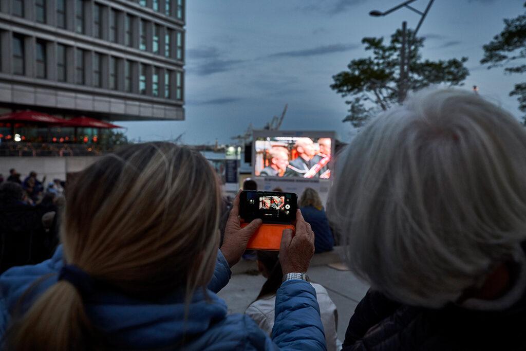 """Für Kinder ab acht Jahren gibt es zum Beispiel am 22. August das Funkelkonzert """"SOMNIA – Wie klingen Träume?"""" mit Musikern des Ensemble Resonanz. © Claudia Höhne / Elbphilharmonie"""
