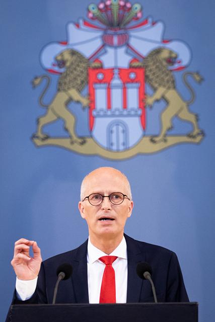 Bürgermeister Peter Tschentscher verkündet neue Lockerungen. ©picture alliance/dpa, Christian Charisius