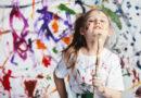 """Malaktion auf dem Überseeboulevard in der HafenCity, dem kinderreichsten Stadtteil Hamburgs: """"Es ist eine Herzensangelegenheit, die Fantasie der Kinder anzuregen und sie aktiv in den Gestaltungsprozess mit einzubringen. Außerdem möchten wir mit Spiel und Spaß für das Thema Vorlesen sensibilisieren."""" © photocrea"""