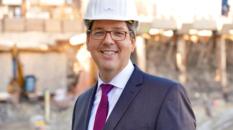 """Dirk Hünerbein, Hamburger, Architekt und Projektentwickler des Westfield Hamburg-Überseequartiers: """"Ich glaube fest daran, dass es diesen herbeigeredeten Dualismus von Innenstadt und HafenCity überhaupt nicht gibt. Wir müssen endlich mal wieder als Hamburger uns gerade machen und geraderücken, dass wir eine Metropolregion Hamburg sind, die nur ein Zentrum hat: Das war, ist und wird die Innenstadt sein."""" © Thomas Hampel"""