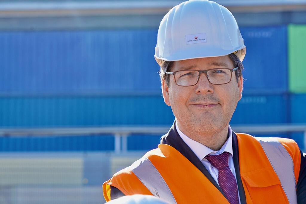 """Entwicklungschef Dirk Hünerbein: Westfield Hamburg-Überseequartier will eine tolle Destination sein, wo Wohnen,  Arbeit und Freizeit  verschmelzen – und dazu gehören auch künftig Büros."""" © Thomas Hampel"""