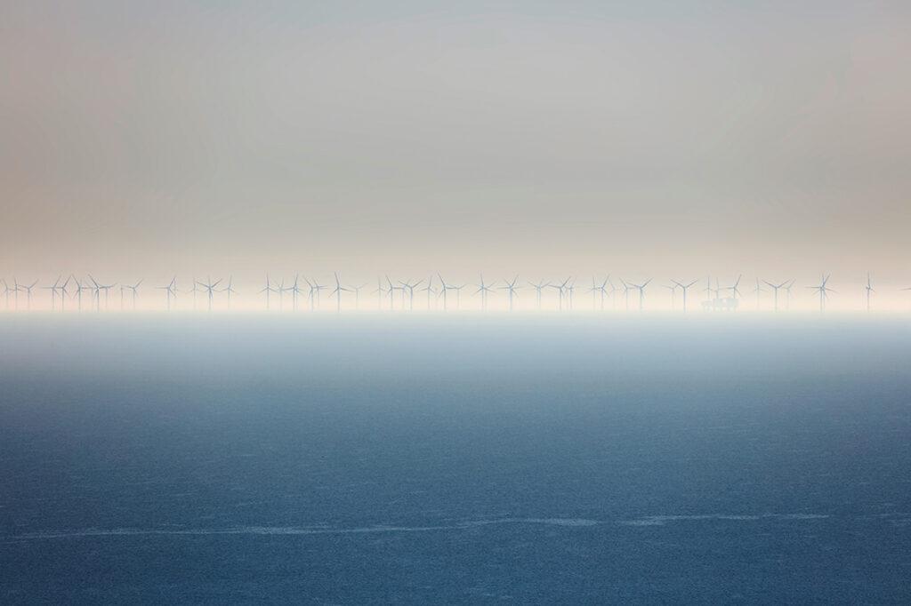 Bewegtes Naturstillleben:  Blick über den Ärmelkanal von einer Klippe bei Eastbourne in  Südengland – mit einer Canon 5D rs mit Stativ und 400mm-Objektiv.  © Rudi Sebastian