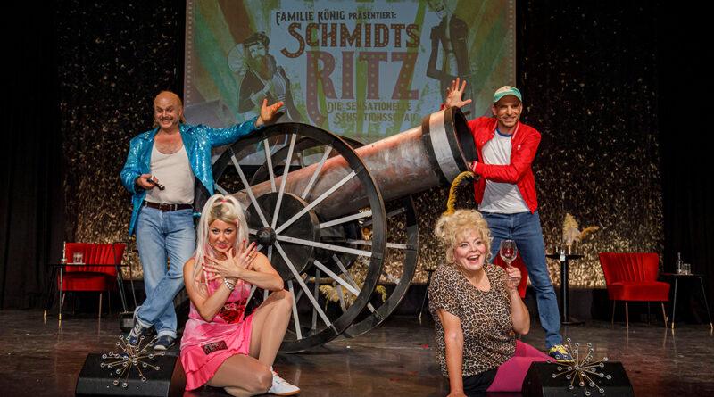 """Wiedereröffnung Schmidt Theater mit der Uraufführung """"Schmidts Ritz"""": Bunter Revuebogen mit Götz Fuhrmann, Elena Zvirbulis, Carolin Spieß und Veit Schäfermeier (v.l.). © Morris MacMatzen"""