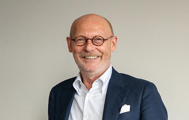 """Wirtschaftssenator Michael Westhagemann über seine Innovationsrolle in der Behörde: """"Man muss auch den Willen haben, etwas zu gestalten und die Organisationstruktur so verändern, dass wir schneller werden und die Abteilungen effizienter und zielgerichteter miteinander und untereinander arbeiten können."""" © Thomas Hampel"""