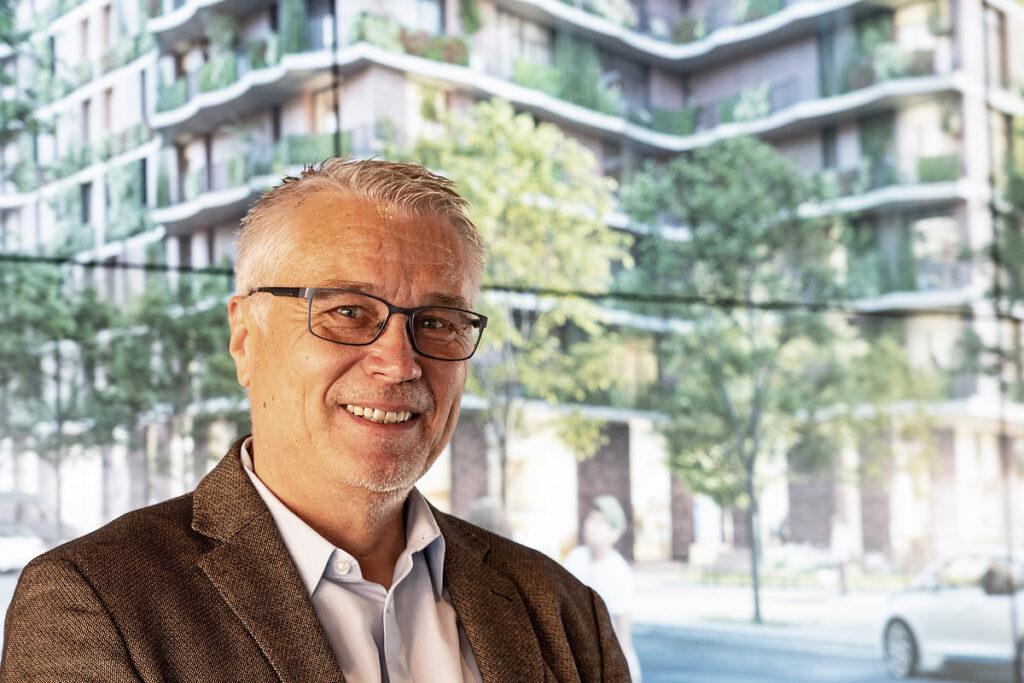"""Vanja Schneider, Geschäftsführung Moringa GmbH by Landmarken AG: """"Als grüne Oase reinigt das Gebäude die Luft, bietet bezahlbaren Wohnraum und jede Menge Grünflächen. So verstehen wir Moringa: ein Gebäude wie eine heilbringende Pflanze. Das ist unser Versprechen an Hamburg: Wir entwickeln das gesündeste Haus der Stadt!"""" © Thomas Hampel"""