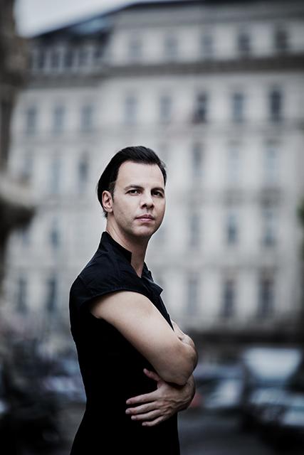 """Dirigent Teodor Currentzis spürt mit """"Das Lied der Erde"""" der Frage nach: Ist der Tod ein Abschied für immer? © Julia Wesely"""