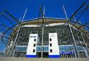 HSV-Kult Hamburger Volksparkstadion, Süd-West-Eingang: Es handelt sich flächenmäßig um das zweitgrößte gewerbliche Erbbaurecht an einer Fläche der Freien und Hansestadt Hamburg nach dem Flughafen. © mauritius images / Uwe Steffens