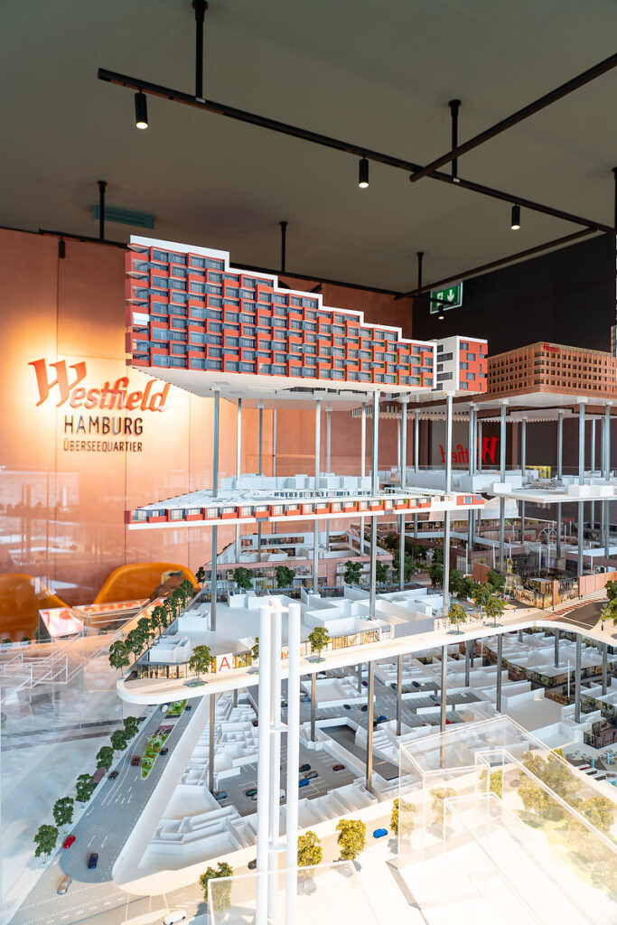 Showroom: Das neue südliche Erlebnis-Einkaufszentrum Westfield Hamburg-Überseequartier bietet 240.000 Quadratmeter Einzelhandels-, Kulutr- und Entertainementflächen. © Thomas Hampel