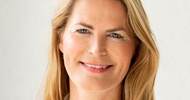 """Stefanie von Carlsburg, Leiterin der Haspa-Unternehmenskommunikation: """"Wir wurden im vergangenen Jahr von Einlagen von Kund:innen anderer Banken überschwemmt."""" © HASPA"""