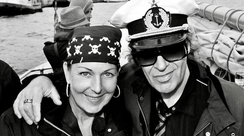 """Künstlermanagerin Rita Flügge-Timm und Udo Lindenberg: """"Udo kann sich freuen wie ein Kind. Er ist ein relaxter Rebell."""" © Tina Acke"""