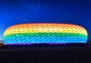 In Regenbogenfarben erleuchtete Allianz-Arena im Sommer 2016 zum Christopher Street Day in München. © dpa   Tobias Hase