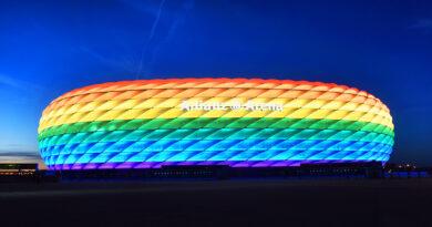 In Regenbogenfarben erleuchtete Allianz-Arena im Sommer 2016 zum Christopher Street Day in München. © dpa | Tobias Hase