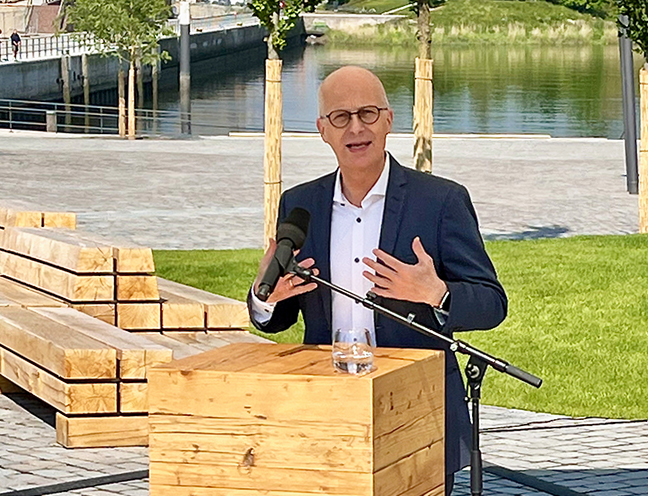 """Man stürze sich, so Bürgermeister Peter Tschentscher, durch den Erfolg der HafenCity, nun etwa auf dem Grasbrook, bewusst in solche """"stadtpolitischen und standtentwicklungspolitischen Abenteuer"""". © Wolfgang Timpe"""