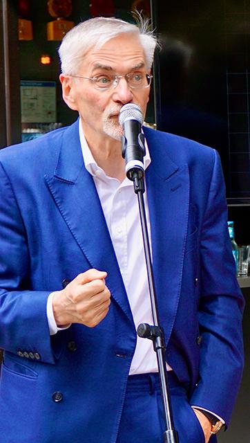 """Prof. Jürgen Bruns-Berentelg, Vorsitzender der Geschäftsführung der HafenCity Hamburg GmbH: """"Es sind diese besonderen Orte an den Grenzen der HafenCity, die sozialen Austausch und Kommunikation ermöglichen."""" © Wolfgang Timpe"""