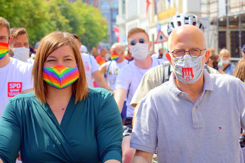 Erster Bürgermeister Peter Tschentscher (SPD) und Zweite Bürgermeisterin (Grüne) Katharina Fegebank zeigen Haltung an der Spitze der Fahrraddemo am Christopher Street Day und der Pride-Week 2020 für die LGBT*IQ-Bewegung an der Binnenalster. © citynewstv.de