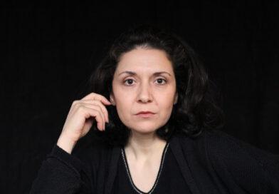 """PEM-Theater-Gründerin Özlem Winkler-Özkan: """"Emotional wurde es für uns vor vier Jahren, als wir mit Zeitzeugen geredet haben. Mir hat eine Frau erzählt, dass sie während des Feuersturms im Bunker zur Welt gekommen ist. Solche Erinnerungen und persönliche Erfahrungen machen für Künstler das Ereignis greifbar."""" © PEM-Theater"""