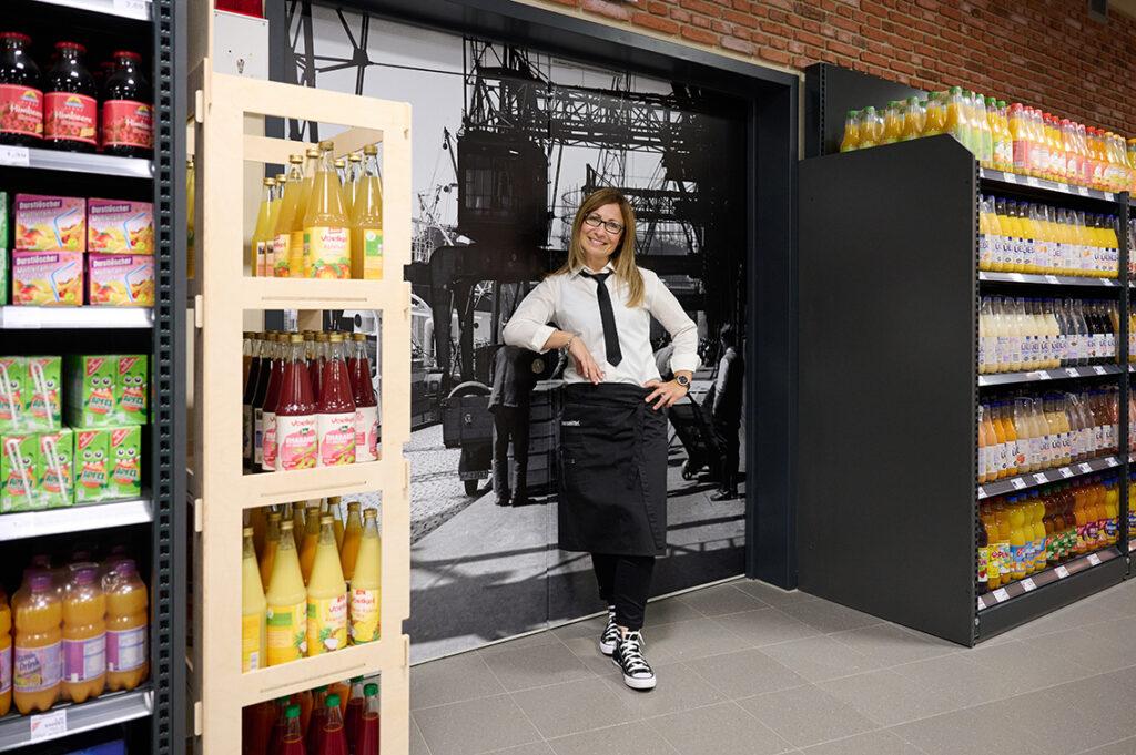 """Magdalena Petersens Edeka-Markt im Industrie-Look: """"Ich möchte atmosphärische Bezüge zum historischen Baakenhafen herstellen."""" © Catrin-Anja Eichinger"""