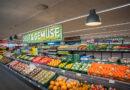 """Tomas Krzystek, Filialleiter des neuen ALDI-Marktes im Baakenhafen, HafenCity: """"Mit einer Verkaufsfläche von etwa 1.015 Quadratmetern bietet unser Markt in der Hamburger Hafencity ein großes Angebot an frischem Obst, Gemüse, Fleisch, Fisch und Backwaren. Breite Gänge ermöglichen zudem ein entspanntes Einkaufserlebnis für unsere Kunden."""" © ALDI-Nord"""