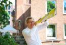 Pastor Frank Engelbrecht rührt die Werbetrommel für tägliche Live-Kultur in Katharinenviertel in Kooperation mit dem Theaterschiff. © Catrin-Anja Eichinger