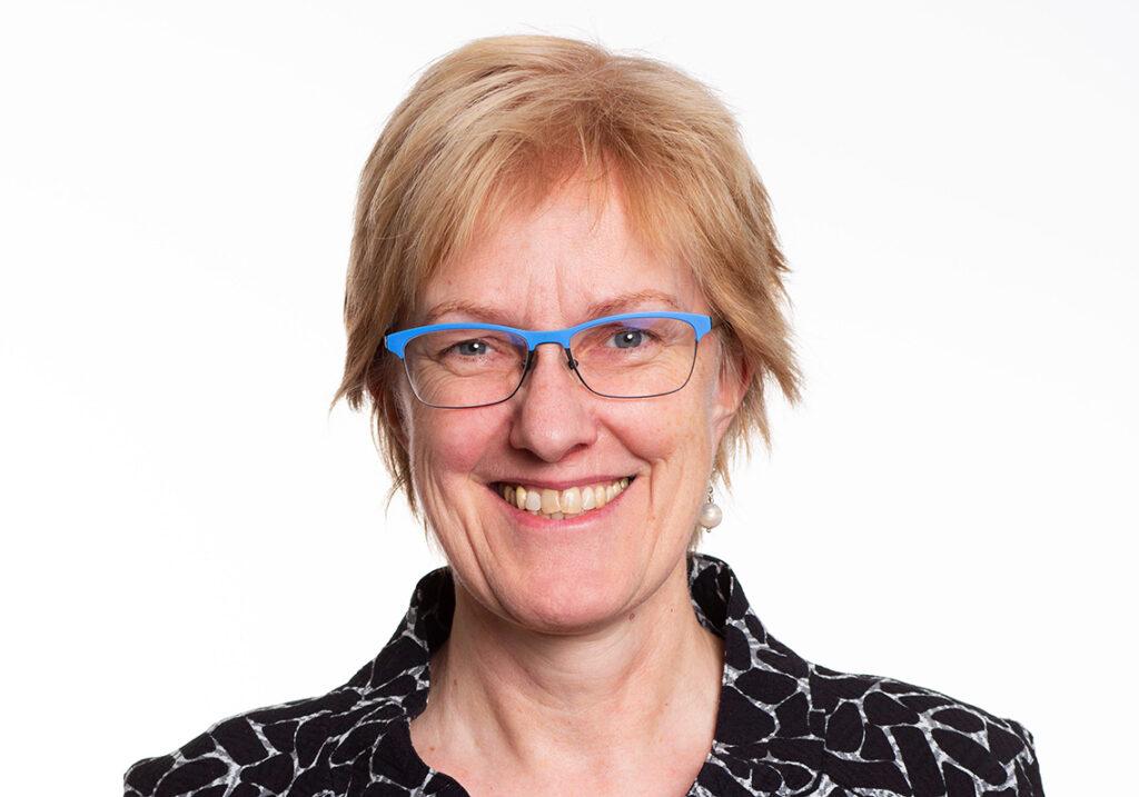 Heike Sudmann von derLinksfraktion in der Bürgerschaft kritisiert vor allem, dass die Lärm- und Schadstoffproblematik durch Auto- und Bahnverkehr nicht gelöst und die Verkehrsplanung veraltetet seien, und dass Grünflächen für Anwohner und Studierende fehlten. © Privat