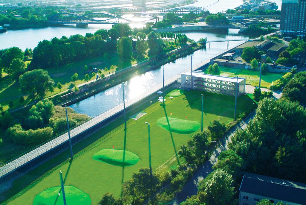 Im 2. Quartal 2022 fusioniert die Golf Lounge von Rothenburgsort (oben) mit Red Golf zum Golf Lounge Ressort in Moorfleet. © Golf Lounge