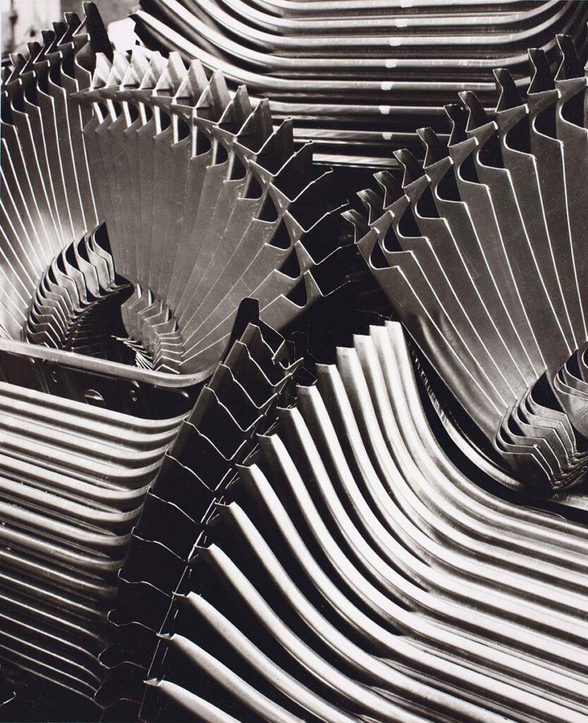 Peter Kettmann: Vordere Abschlussbleche, aus der Serie: Eine Woche lang Volkswagenwerk, Wolfsburg 1953, Münchner Stadtmuseum, Stiftung F. C. Gundlach, Hamburg
