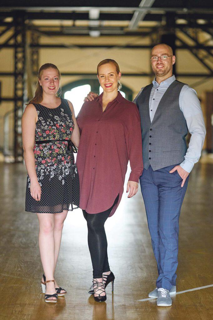 """Isabel Edvardsson mit ihren Teammitgliedern Svea Clausen (li.) und Sven Hammerla: """"Wir freuen uns, wieder die lachenden Gesichter der Kunden zu sehen."""" © Catrin-Anja Eichinger"""