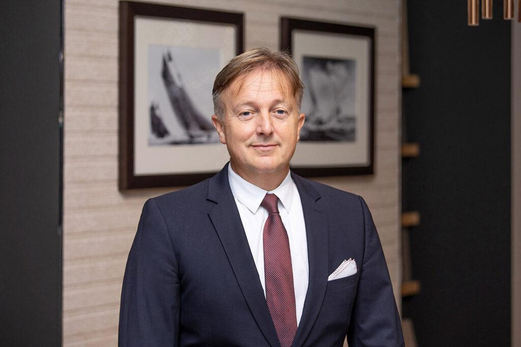 """Raphael A. Herder, Der HafenCity-Makler: """"Unsere Käufer suchen einen privaten Rückzugsort und wissen diesen Luxus und den Ort zu schätzen."""" © Der HafenCity Makler"""