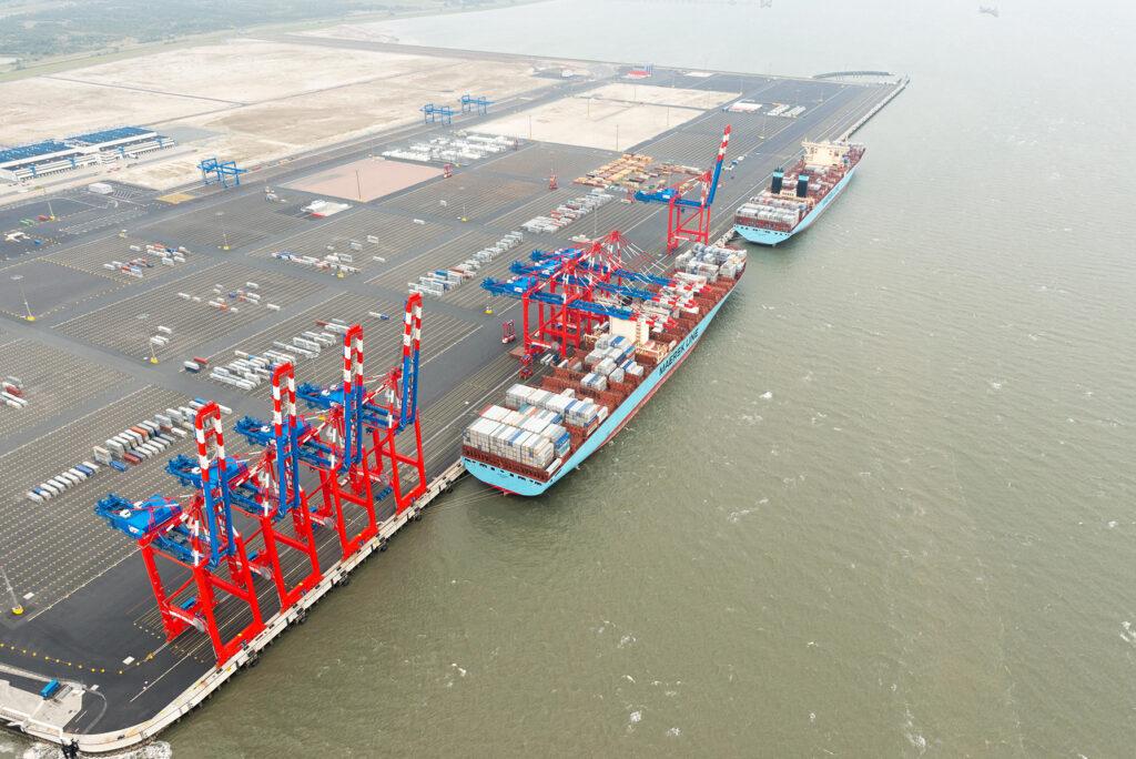 Die Konkurrenz von Hamburger Hafen und Jade-Weser-Port könnte bald der Vergangenheit angehören. © Mauritius Images | Zoonar